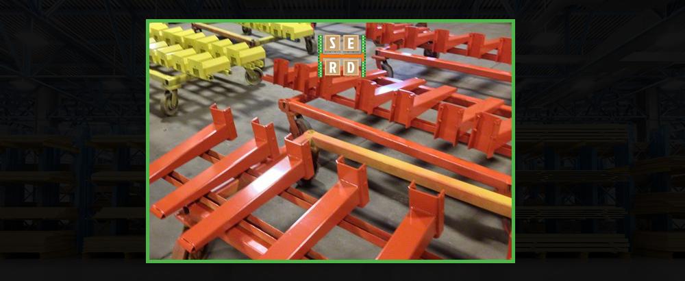 empty-cantilever-racks-in-warehouse